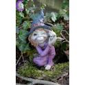Pixie habillée en sorcière avec sa petite chouette